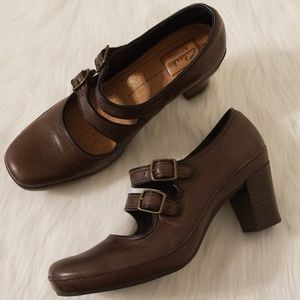 EUC Clarks Artisan Mary Jane Double Buckle Heels